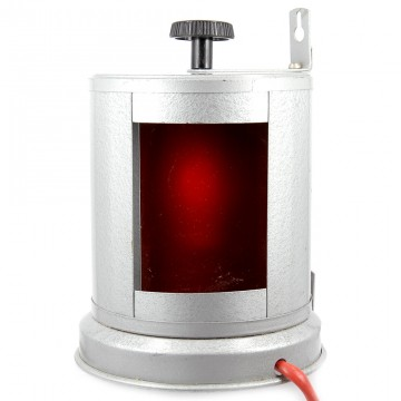 Красный фонарь трехсекционный